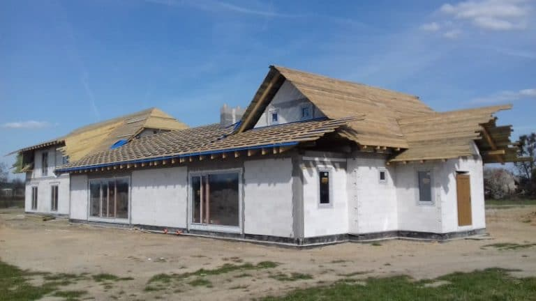 Budowa domów i budynków gospodarczych. Stan surowy. Przykład realizacji budowli.
